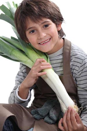 Jardinero Niño pequeño con puerros