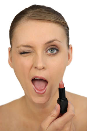 boca cerrada: Mujer que da una se�al de aprobaci�n
