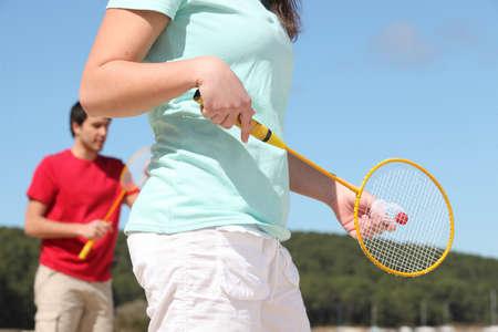 shuttle: Paar spelen badminton