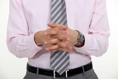 manos unidas: hombre de negocios con las manos juntas haciendo presentación