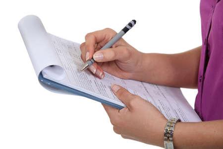portapapeles: Mujer rellenando un formulario