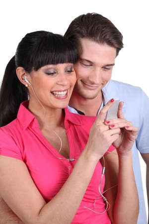 gimmick: Couple listening to music on telephone Stock Photo
