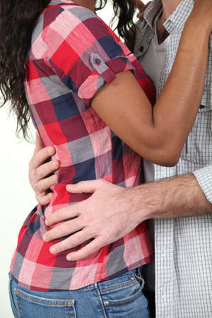 mixed race couple: Raza mixta pareja abraz�ndose Foto de archivo