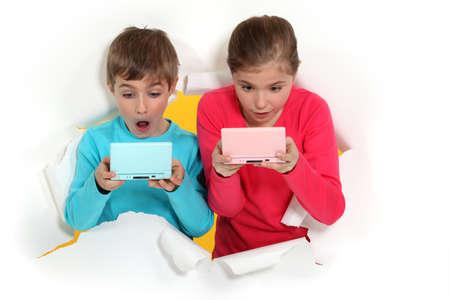 handheld computer: Children playing handheld computer games