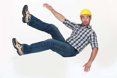 caida libre: Un trabajador de la construcci�n en ca�da libre.