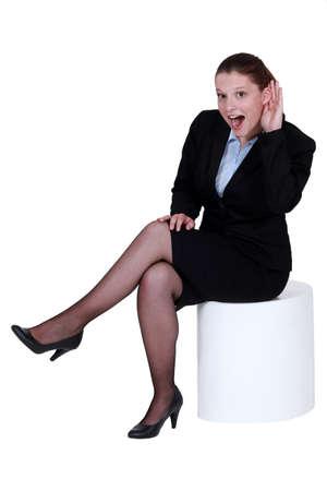 bruit: Businesswoman struggling to hear