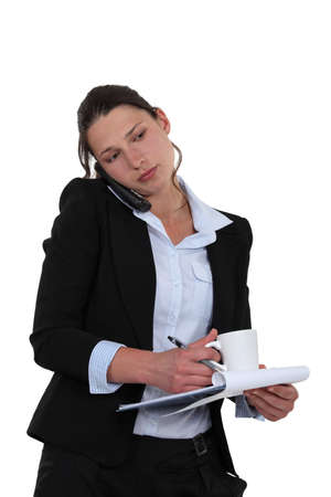 cradling: Businesswoman multitasking
