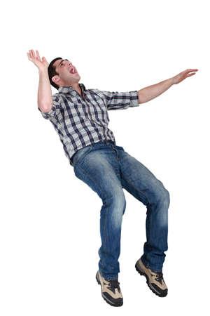 hombre cayendo: Hombre que ríe la cabeza
