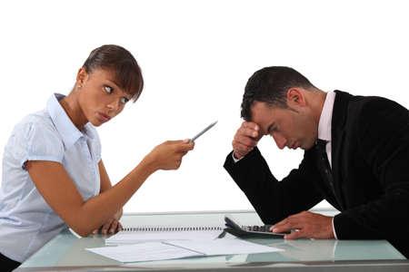 admonester: Femme gronder un homme honte