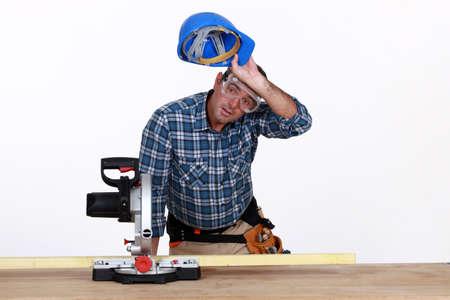 Tischler bei der Arbeit Standard-Bild