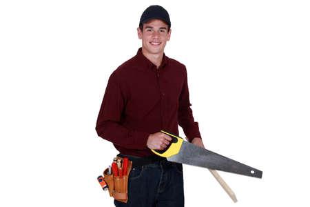 handsaw: Carpintero que usa la mano vio