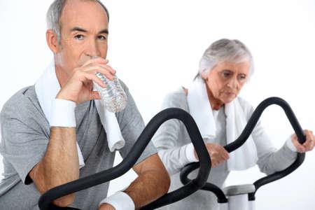 vibrating: Senior couple playing sports