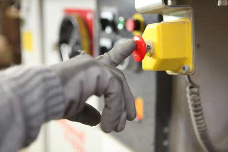 fabrikarbeiter: Fabrikarbeiter Knopfdruck