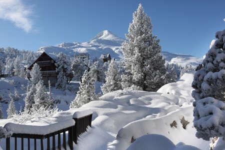 montañas nevadas: Una maravilla de invierno