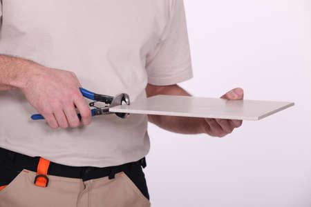 alicates: Un constructor de cortar un azulejo