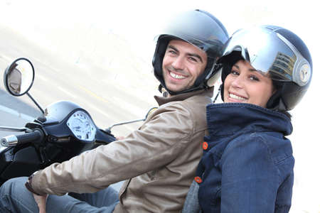 casco de moto: Pareja en una moto