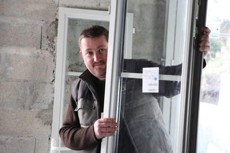 double glazing: Manual worker holding window