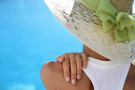 mujer con un sombrero de verano photo
