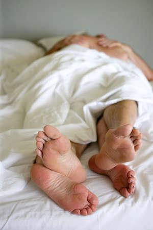 pareja en la cama: Pareja en la cama Foto de archivo