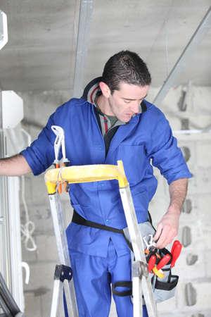 journeyman technician: Builder at work