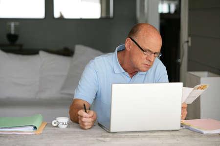sensible: Man with computer