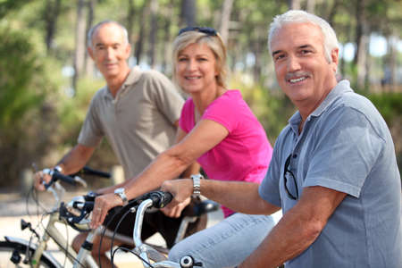 mountainbike: Middle-aged people on bike ride