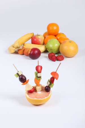 fruit skewers: brochetas de frutas
