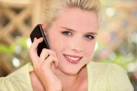 executive affable: Blonde woman on the phone