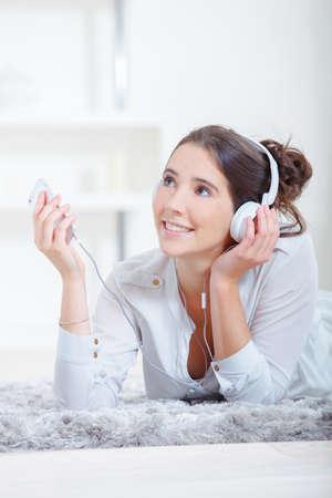 chilling out: Pasando el rato en casa escuchando m�sica