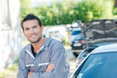overol: Overoles que llevan Mecánico