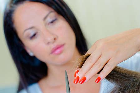 horizontal haircut: Trimming hair