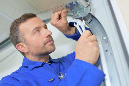 refurbishing: Installing a new garage door