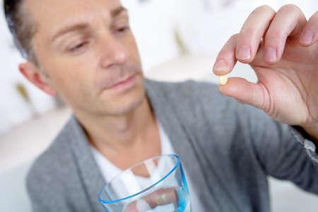 Man met medicatie