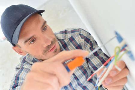 redes electricas: Recorte del electricista poco de alambre