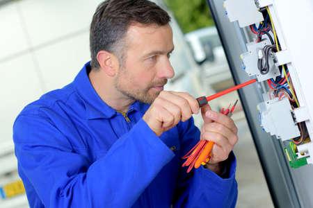 replacing: Replacing a faulty fuse