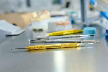 scratcher: Dental apparatus