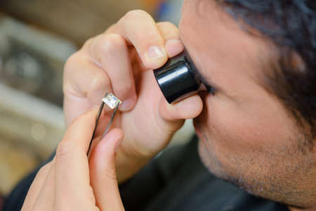 jewelry: Assessing the quality of a jewel