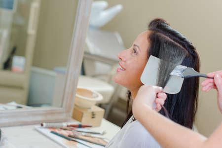 女性の髪を染め 写真素材