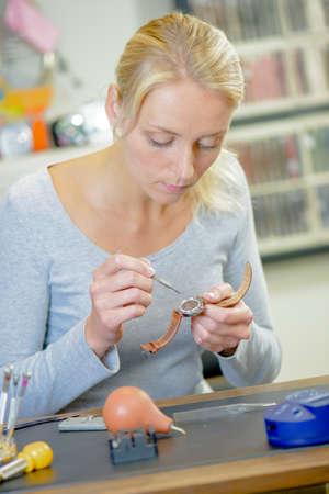 riparatore: Female watch repairer Archivio Fotografico