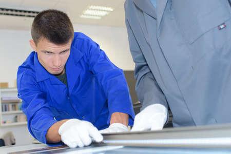 aluminium: Craftsman cutting aluminium
