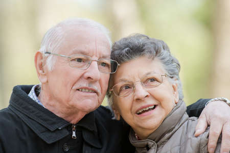 adulto mayor feliz: feliz pareja de ancianos