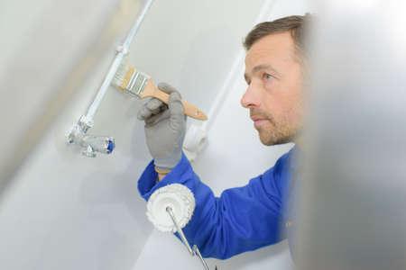 HOMBRE PINTANDO: hombre pintura