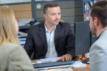 cliënten met een consultant Stockfoto
