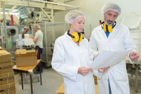 bata blanca: fábrica de cajas de cartón