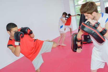防衛: キック ボクシング クラス