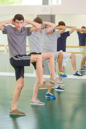 men exercising: los hombres que ejercen