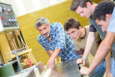 carpintero: la enseñanza en clase carpintero carpintería Foto de archivo