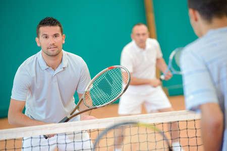 siervo: Hombre jugar al tenis
