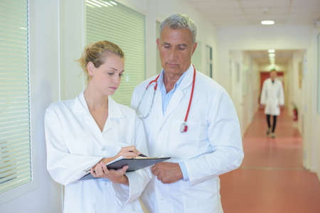 health professional: reading the diagnosis