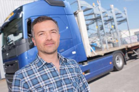 man en vrachtwagen